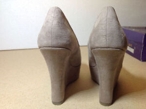 **NEW IN BOX** Madden Girl taupe open toe platform / wedges Cambridge Kitchener Area image 5