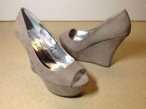 **NEW IN BOX** Madden Girl taupe open toe platform / wedges Cambridge Kitchener Area image 8