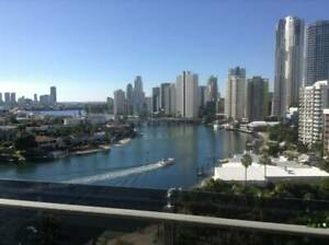 Stunning Riverfront Apartment in Surfers Paradise