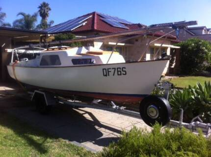 Yacht - Trailer Sailer (5.6m) in good condition