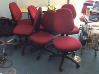 RED COMPUTER CHAIR IN VERY GOOD CONDITION