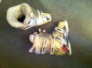 Womens Rossignol Ski Boots - Great condition