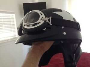 Awesome helmet with goggles. Never used. * READ *