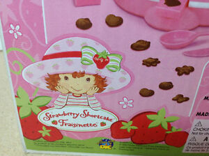 **NEW IN BOX** 2003 Strawberry Shortcake Chocolate Shape Maker Cambridge Kitchener Area image 7