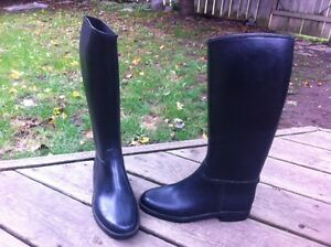 Child's Riding Boots sz 3  Like New