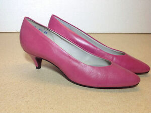 **NEW IN BOX** Naturalizer fuchsia low heel shoes