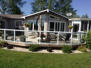 Waterfront Cottage for Sale or Rent Gimli area (Siglavik)