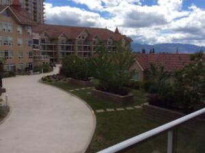 Nicely furnished condo in lakeside complex with pools/gym/club r
