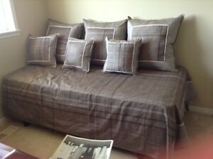 A complete single bed duvet cover.