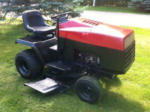 16 Yardpro Lawn tractor / riding mower - runs well  - Schomberg