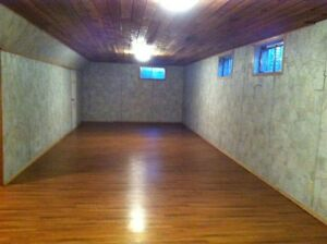 PET FRIENDLY & SPACIOUS MILLWOODS HOUSE FOR RENT