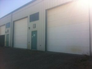 Warehouse shop for rent in Crossfield industry area