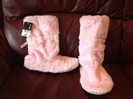 Girls fluffy pink slippers - brand new, still with price tag - Size 4
