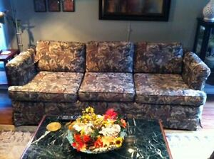 Decor Rest Couch Windsor Region Ontario image 1