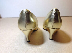 Town Shoes brand metallic leather heels - size 8.5 Cambridge Kitchener Area image 7