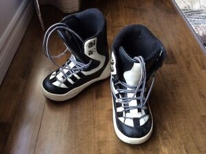 Snowboard Boots size 6 youth/ teen in good condition Kitchener / Waterloo Kitchener Area image 1