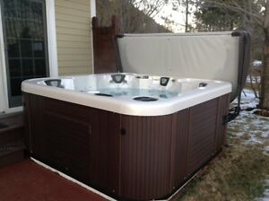 Hot Tub - Large 6 Person Spa with Lounger