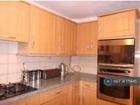3 bedroom flat in Foxton House, London, E16 (3 bed)