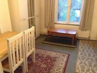 A great value spacious bed-sit on Caledonian Road