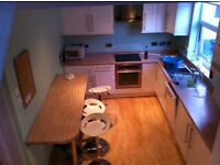 Double bedroom to let ( 3mins walk to university business school.