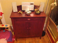 Adorable commode vintage