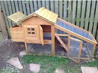 Almost new Wooden chicken house for 3 chickens in Cogges