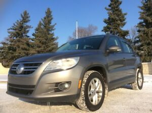 2010 Volkswagen Tiguan, SE-PKG, AUTO, AWD, FULLY LOADED!!