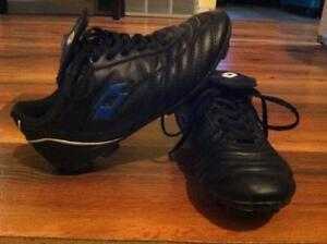 Boys or Girls Soccer shoes (size 3 ) Excellent Condition