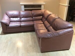 Full Lather Sectional In Very Good Condition