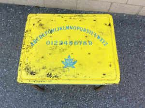 Antique CANADIAN MAPLE LEAF - 0 TO 9 - Alphabet iron table !