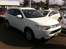 2012 Mitsubishi Outlander ZJ MY13 ES 2WD White 6 Speed Constant Variable Wagon Cardiff Lake Macquarie Area Preview