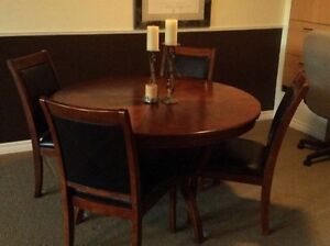 Solid wood round table with 4 leather seat and back Chairs   Lar