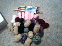 Large lot of yarn/wool & various sizes knitting needes