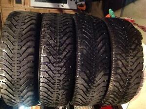 4 pneus d'hiver 195/65 r15 goodyear nordic ,,,,, 110$