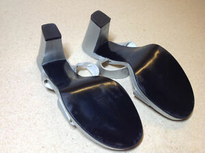 Silver leather stacked heel Nine West wide strap sandals size 8 Cambridge Kitchener Area image 6