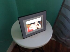 Small electronic picture frame from Kodak