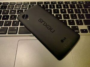 Nexus 5 16 GB - UNLOCKED + WIND / FREEDOM