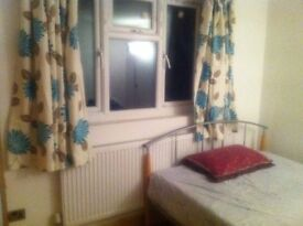 SPACIOUS CLEAN SINGLE ROOM NEWBURY PARK CLOSE TO NIGHT TUBE CENTRAL LINE