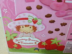 **NEW IN BOX** 2003 Strawberry Shortcake Chocolate Shape Maker Cambridge Kitchener Area image 7