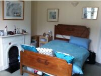 Large unfurnished room in professional Easton houseshare