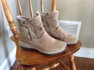 Columbia Lady's Winter Boots - Size 9
