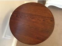 Dark OAK table or plant stand - EXCELLENT CONDITION - NO SCRATCHES!