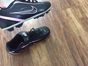 Nike Girls size 1Y Cleats - New
