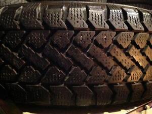1 pneus d'hiver 185/70 r14 snowtrakker radial st-2.  45$