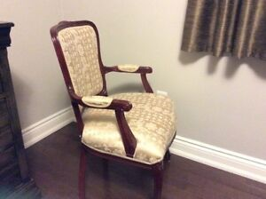 SPECTACULAR CHAIR IN MINT CONDITION *** NEW FIRE SALE PRICE !!!!