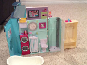 Barbie home plus many accessories Kingston Kingston Area image 3