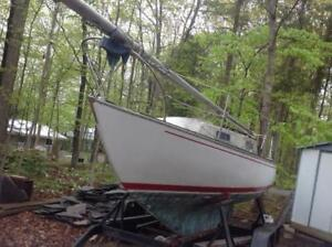 Alberg 22  Sailboat and double axle trailer For Sale