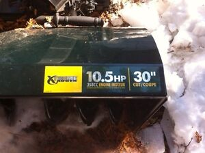 "30""  10.5 HP Yardworks Snow blower - electric start $500.00 OBO"