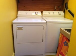 Laveuse sécheuse / washer dryer Maytag 250$