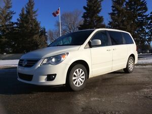 2009 Volkswagen Routan, SEL, LEATHER, ROOF, 151k, $8,500